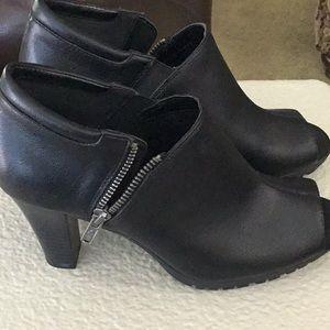 Like new! Aerosoles Shoes size 8 M